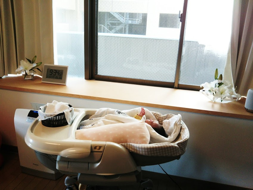 赤ちゃん寝てェェェ!頼む寝てくれェェェェ!!!!!! 3万円の電動バウンサー「ロアンジュ」が4000円の●●に完敗した話