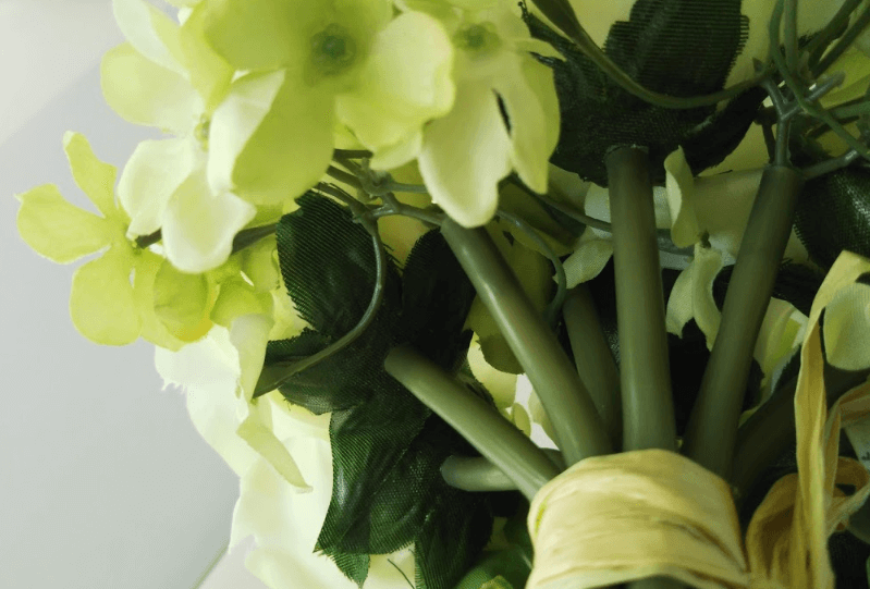 ニ●リの造花は、茎・葉っぱがプラスチック感がある…
