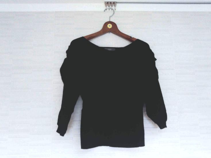 エディストクローゼットの黒のセーター